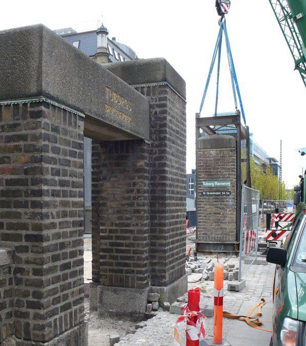 Rosenhuset: 21 ton tung portal flyttes