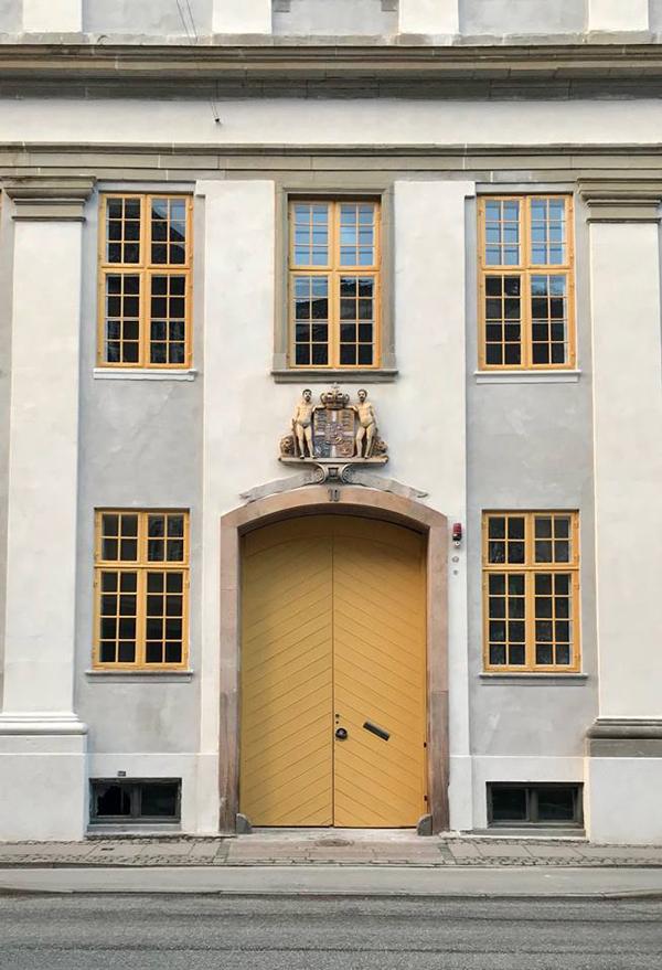 Bertelsen & Scheving - Holsteins Palæ- Ny farvesætning facade